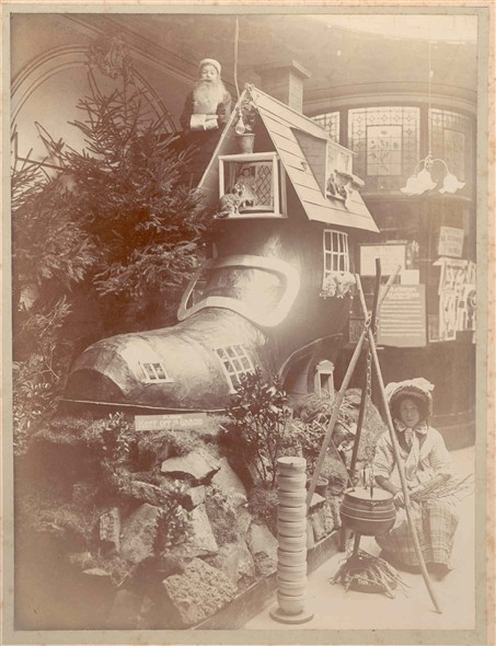 Photo:Christmas Display 1907 - Old Woman who lived in a shoe