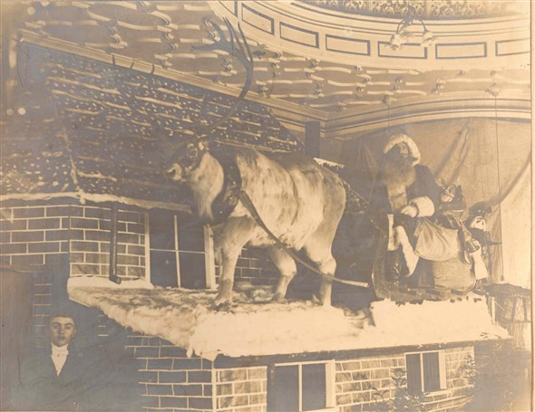 Photo:Christmas Display 1904 - Santa and Reindeer
