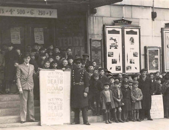 Photo:Photograph of a typical Cinema Queue, outside the Regal, 1936