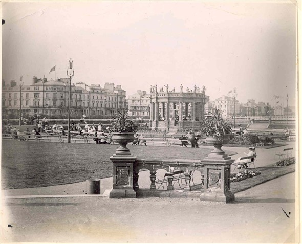 Photo:Wellington Pier Gardens 1900
