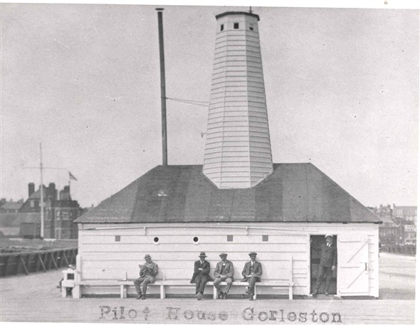 Photo:Pilot House on the South pier at Gorleston