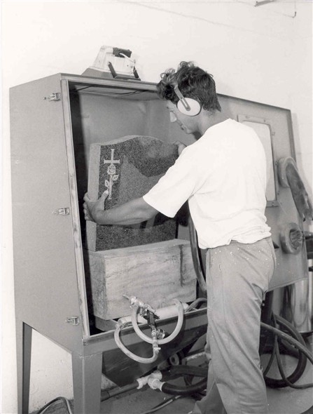 Photo:Glen Thane headstone engraving with the latest sandblasting equipment, 1991