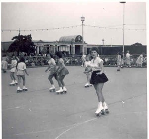 Photo:Roller skating at Wellington Pier, c. 1950