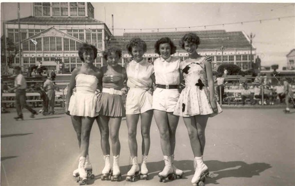 Photo:Members of the Great Yarmouth roller skating club at Wellington Pier, c. 1950