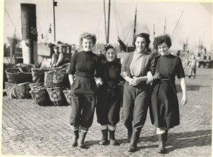 Photo:Fisher girls taking a walk along the quay