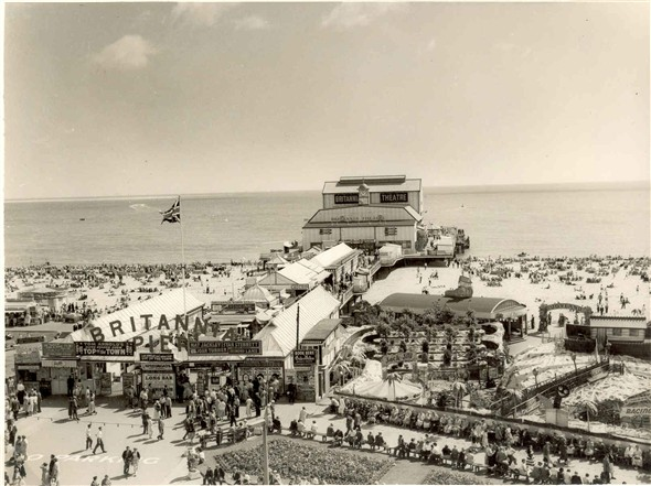 Photo:Britannia Pier in the 1950's