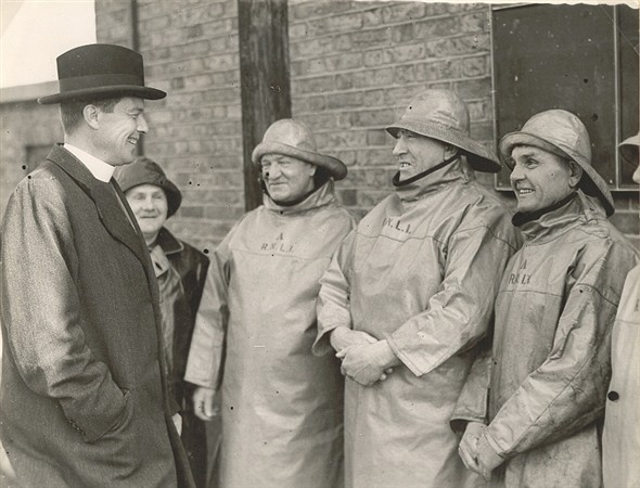 Photo:Gorleston Lifeboat Crew, 1939, with Gorleston Vicar, Rev D Dick