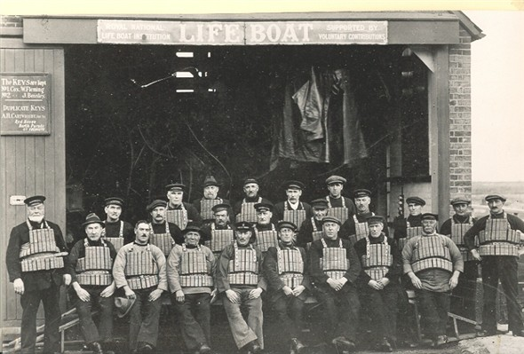 Photo:Gorleston Lifeboat Crew, early 20th Century
