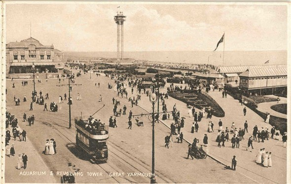 Photo:Revolving Tower, Royal Aquarium, entrance to Britannia Pier, c1906-10