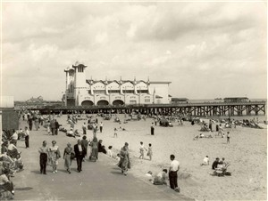 Photo:Wellington Pier and south beach, circa early 1960s