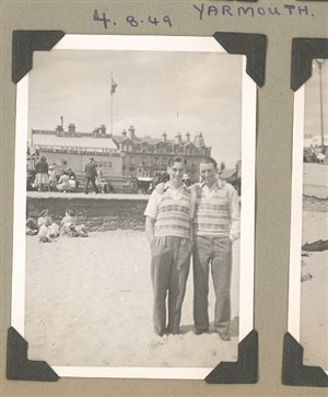 Photo:Family portrait on Great Yarmouth beach