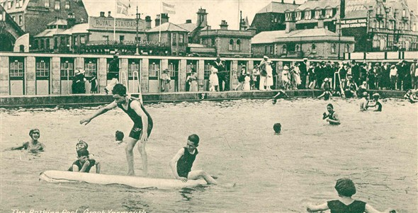 Photo:View of Great Yarmouth bathing pool, c. 1930