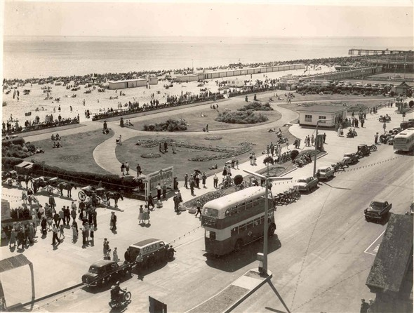 Photo:Marine Parade in the 1950s to early 1960s