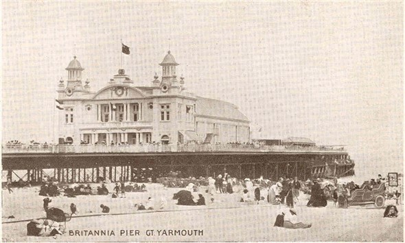 Photo:Postcard of the Britannia Pier, c1900?