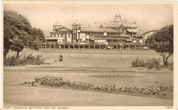 Photo:Postcard of the Britannia Pier, pre-1954?