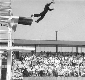 Photo:Stunt Diver Dennis Burnip