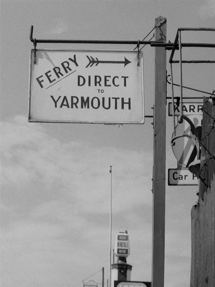 Photo:Ferry Sign