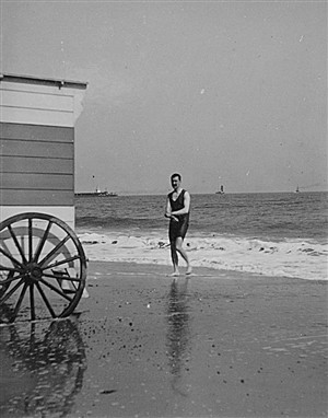 Photo:Bather using a bathing machine on Gorleston beach, c. 1903/1904