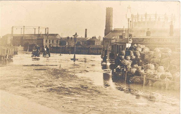 Photo:Postcard showing the floods of 1905
