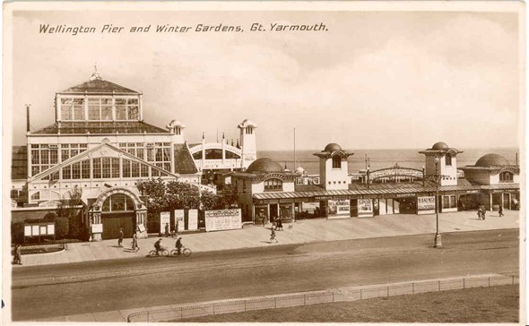 Photo:Postcard of Wellington Pier and Winter Gardens, posted 1935