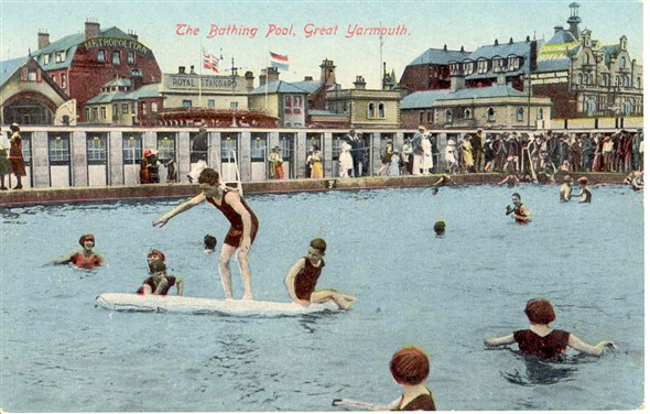 Photo:Open air swimming pool on Marine Parade