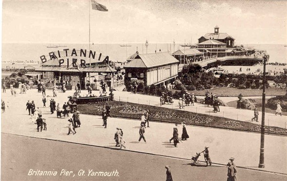 Photo:Postcard showing Britannia Pier