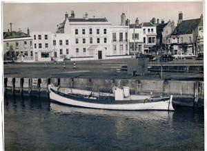 Photo:elizabeth simpson on north quay 1950s