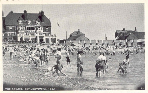 Photo:Gorleston beach, c. 1950