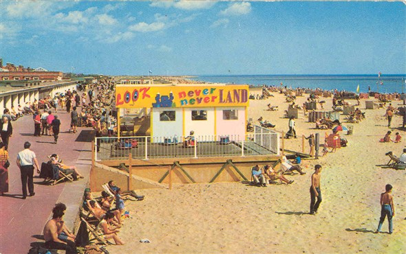 Photo:Postcard showing a relatively modern beach scene
