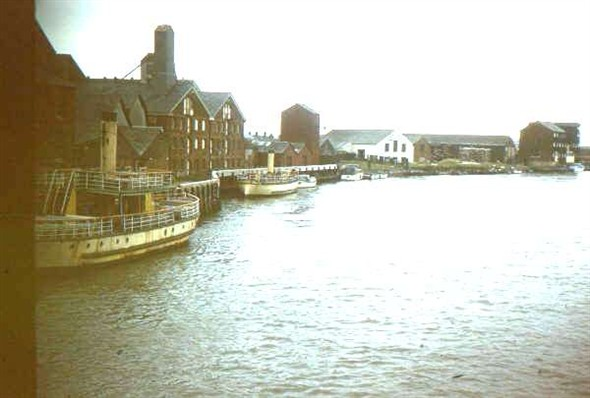 Photo:resolute and yarmouth looking from haven bridge