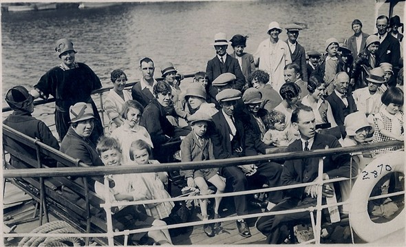Photo:holiday makers on a trip to gorleston