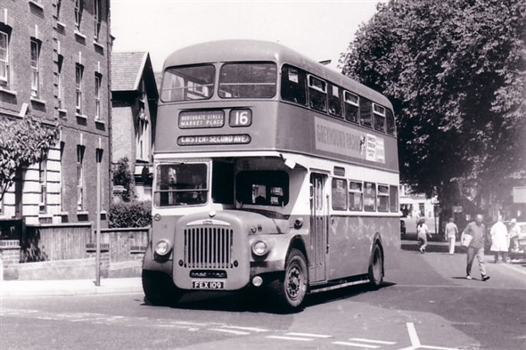 Photo:No 14 (FEX 109) passing along Alexandra Road with St George's Park on the right and the Nurses Home on the left