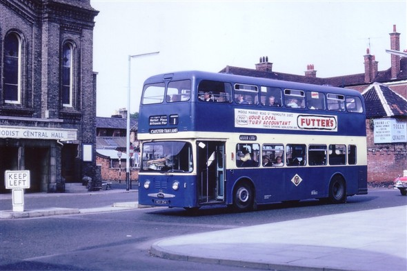 Photo:No 54 (HEX 254) a Roe Bodied Daimler Fleetline passing the Methodist Central Hall en route to Caister, Tan Lane
