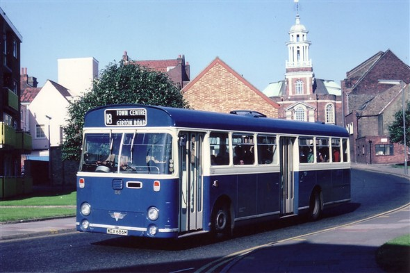Photo:No 86 (WEX 686M) captured in this sunny shot on Yarmouth Way with the tower of St George's church as a backdrop